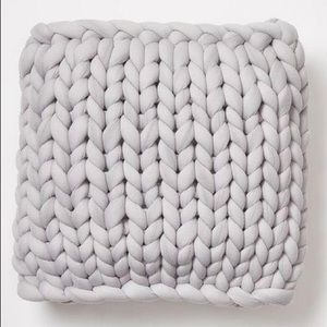 DORMIFY chunky braided pillow